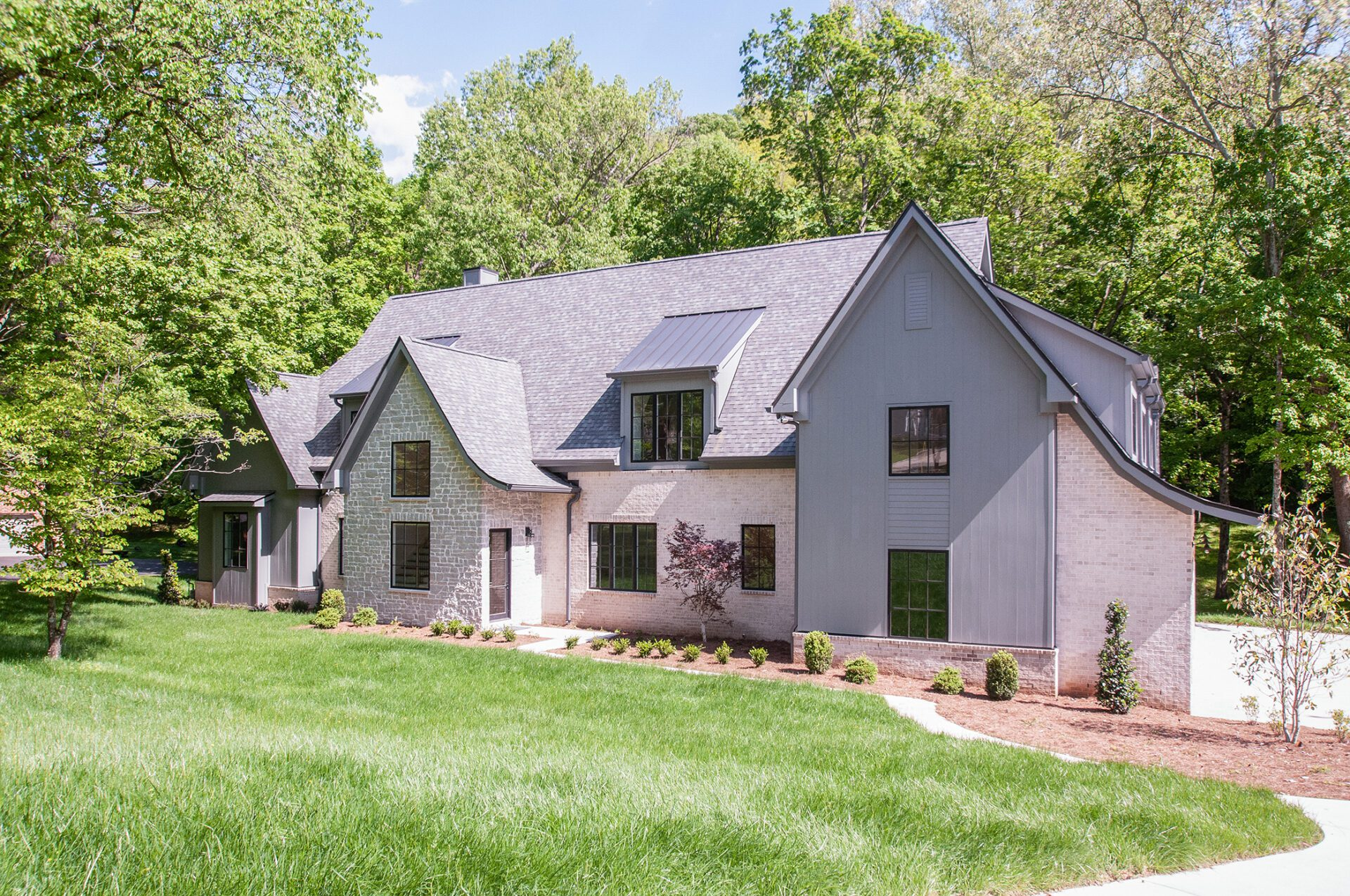 Home builders in Nashville, Brentwood, and Franklin, TN built this brand new modern home