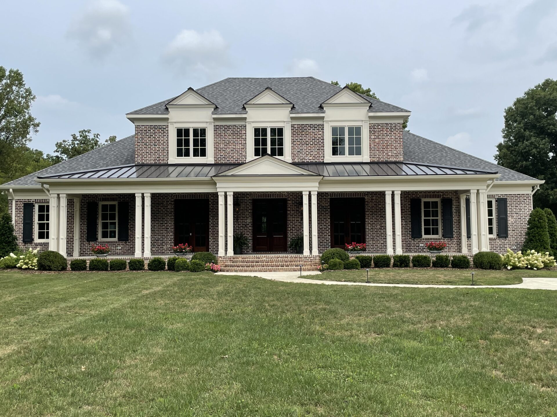 Modern Nashville Custom Built home from Nashville Home Builders who also build homes in Franklin and Brentwood TN
